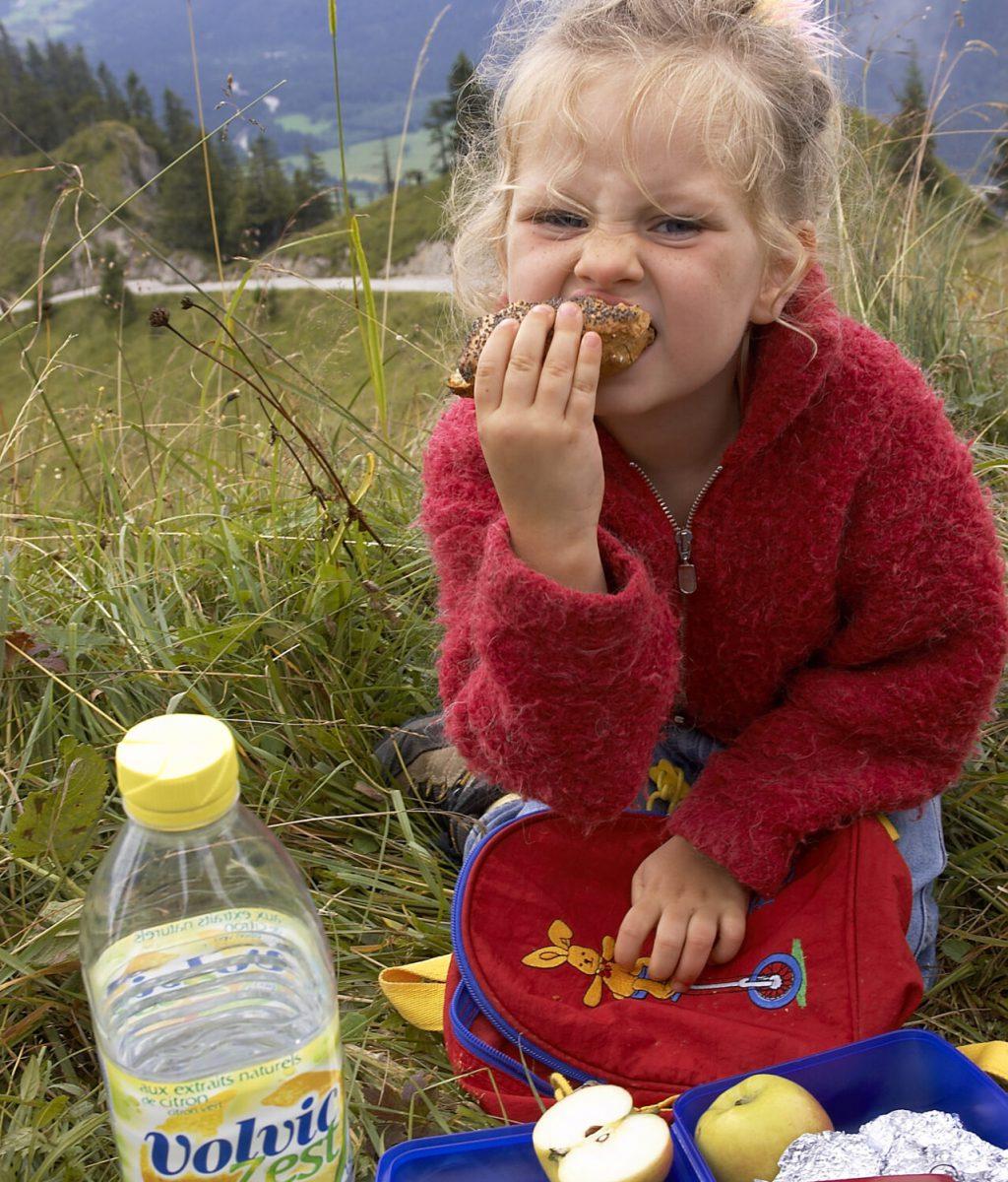 ©Bettina Brinkmann/MAXPPP - Montreuil  le 09/08/2006 - ILLUSTRATION enfant et nourriture   ****AUTORISATION OK****